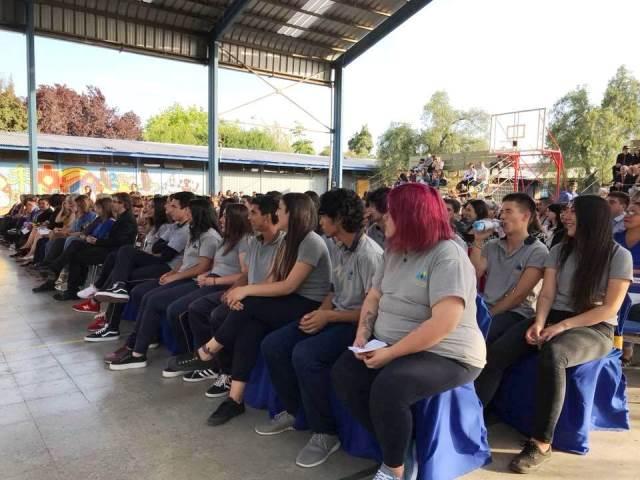 Graduación de la primera generación del Colegio Sol del Illimani