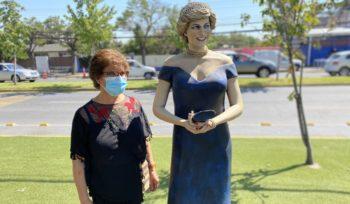 Lady Di y Gabriela Mistral en vacunatorio de La Florida: